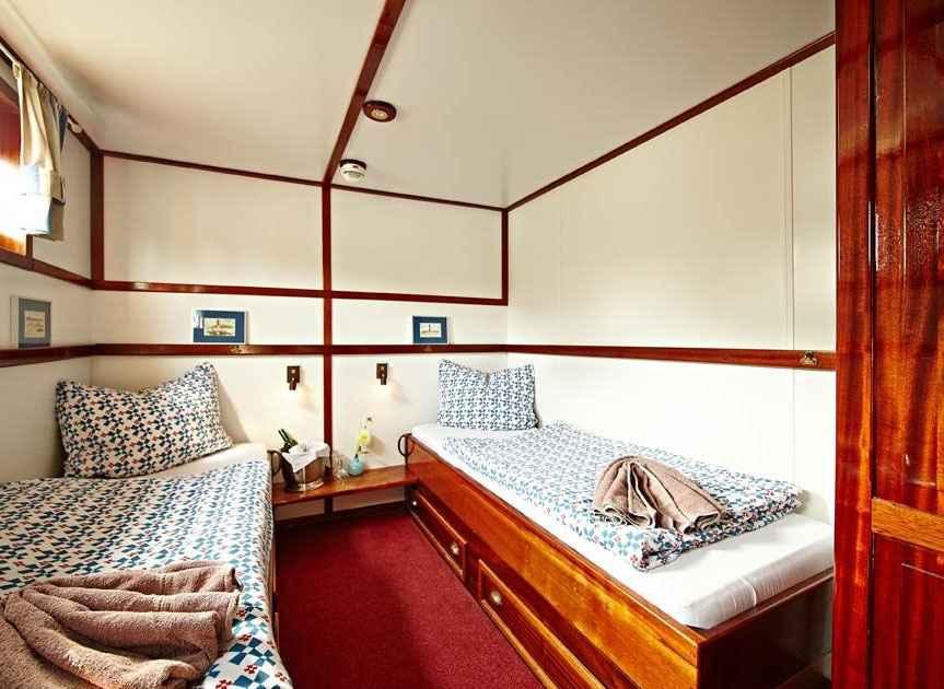 Doppel-/Zweibettzimmer mit Bad