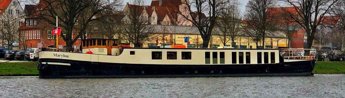 Willkommen auf der MS Marylou, ein stilvolles und gemütliches Binnenschiff. Aufenthalt im Herzen von Lübeck – Ausgezeichnete Lage